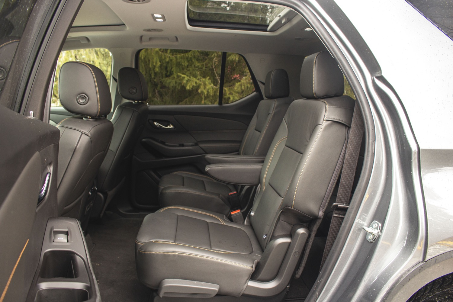 Chevrolet Traverse Shows Off Towing Capacity In Korea | Gm 2022 Buick Encore Seat Covers, Safety Features, Towing Capacity