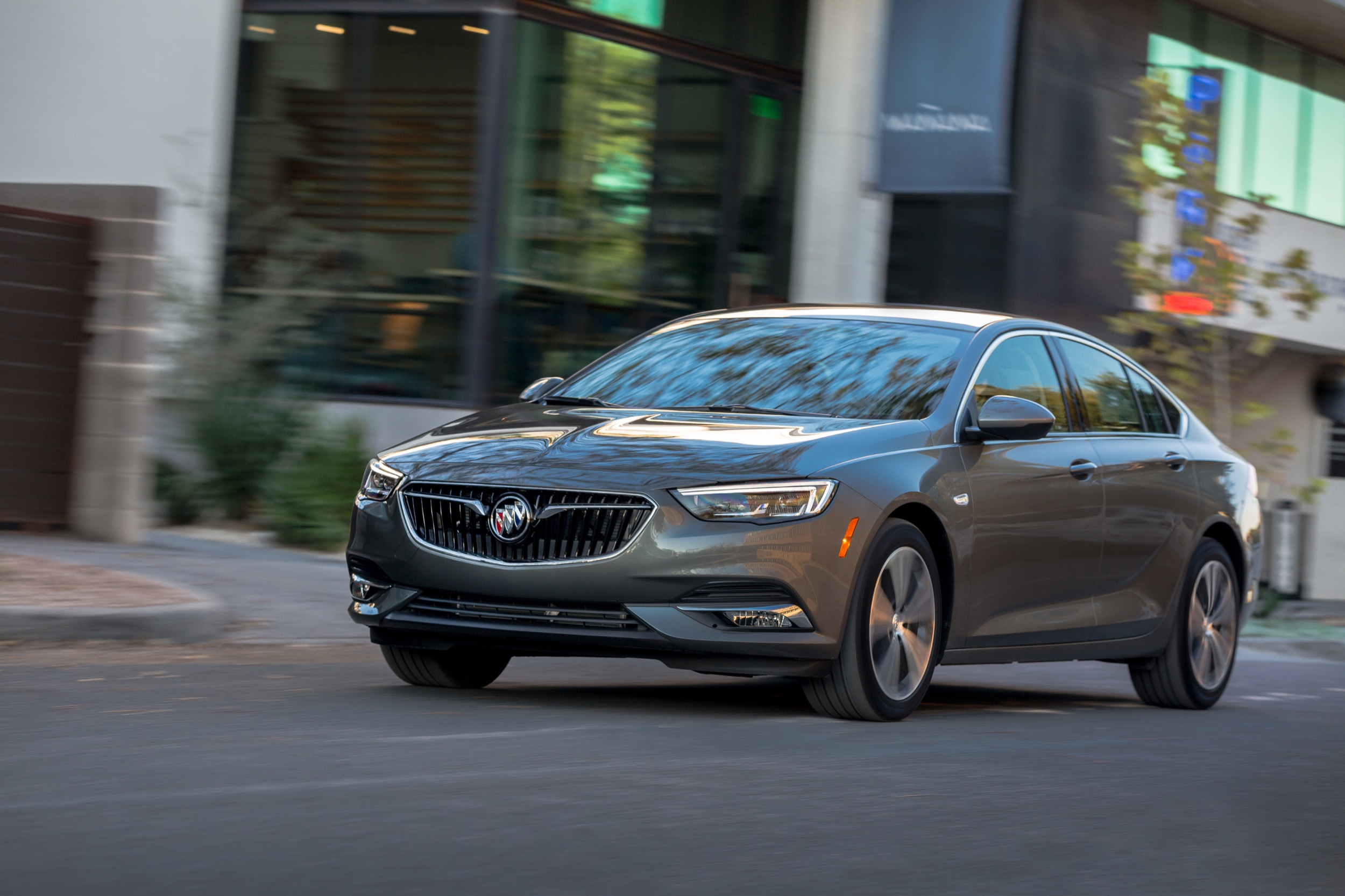 Gm Discontinues One Trim Level Of Buick Regal Sportback | Gm 2021 Buick Regal Lease Deals, Exterior Colors, Horsepower